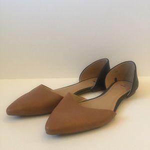 Gap Tan&Black pointed-toe flats